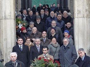Delegacja ormiańska na schodach katedry wawelskiej przed złożeniem wieńców. Fot. Władysław Deńca