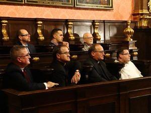 Collegium Maius, siedzą w pierwszym rzędzie od prawej: o. Marek Miławicki, ks. prof. Józef Wołczański, ks. prof. Tadeusz Panuś, ks. Henryk Błaszczyk. Fot. Władysław Deńca